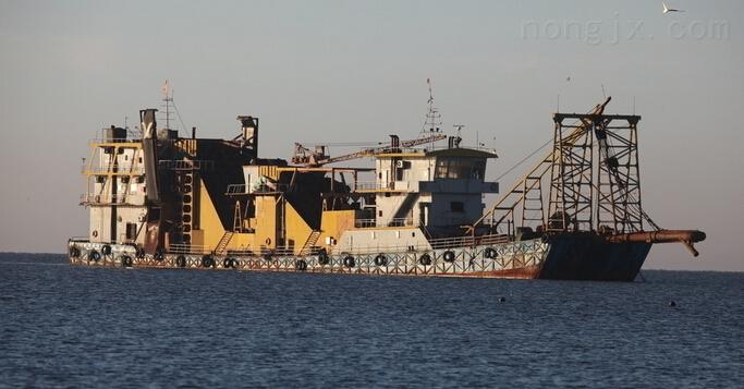 挖深15米斗轮式挖泥船