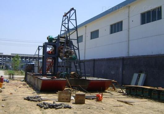 排距2500米斗轮式挖泥船