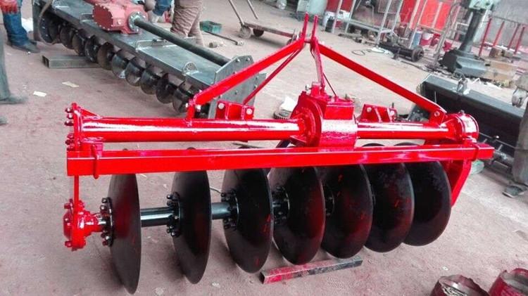 圆盘犁 7片驱动圆盘犁拖拉机带的圆盘犁