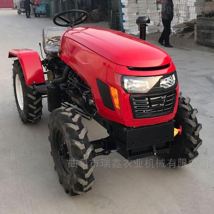 四轮式拖拉机