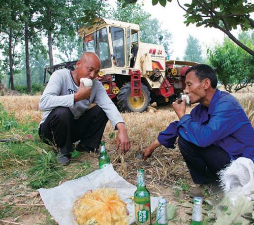 改善农机手生存环境 探索农业服务领域新模式
