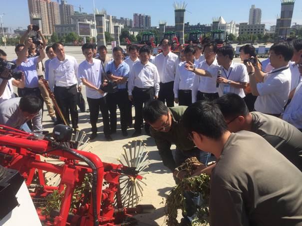 韩长赋部长亲临全国花生种植第一大县河南正阳县